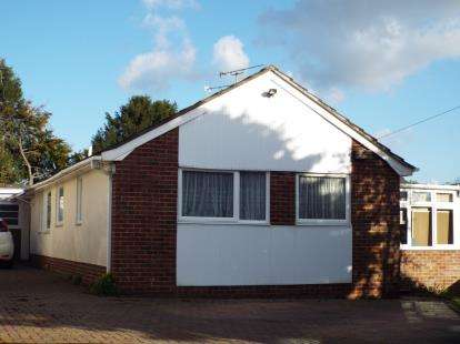 2 Bedrooms Bungalow for sale in Horndean, Waterlooville, Hampshire