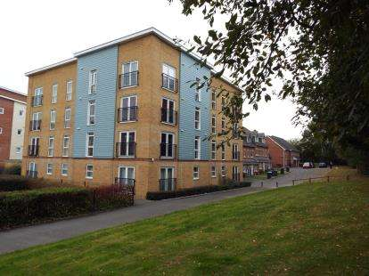 2 Bedrooms Flat for sale in Havant, Hampshire