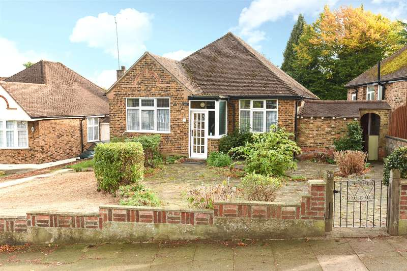2 Bedrooms Bungalow for sale in St. Lawrence Drive, Pinner, Middlesex, HA5