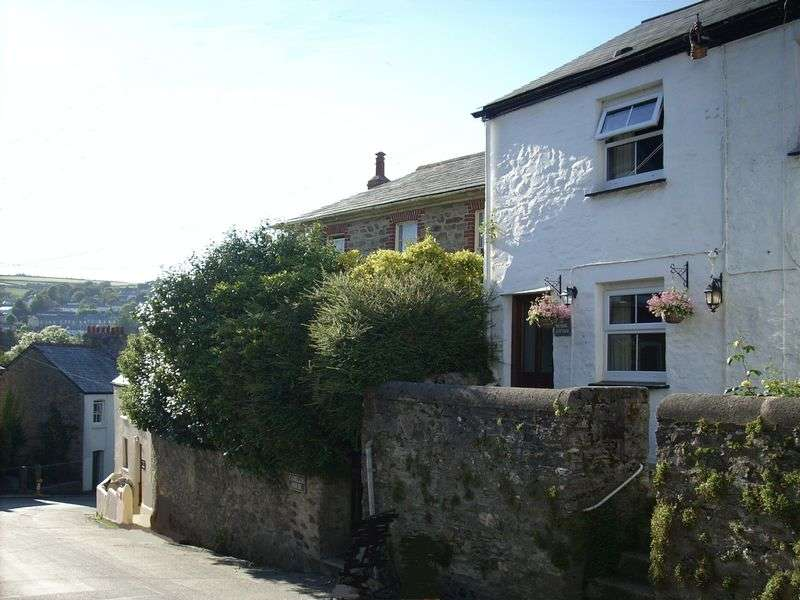 2 Bedrooms Terraced House for sale in Grenville Road, Lostwithiel