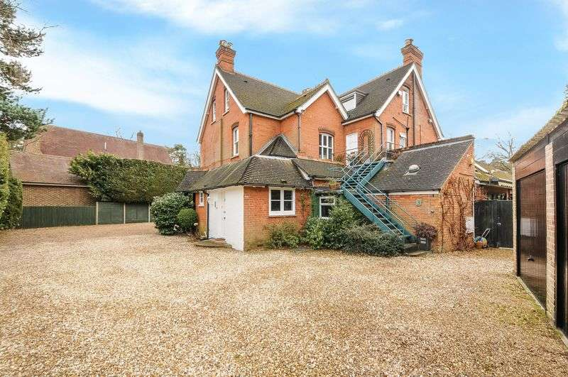 2 Bedrooms Property for sale in Woodlands Ride, Ascot