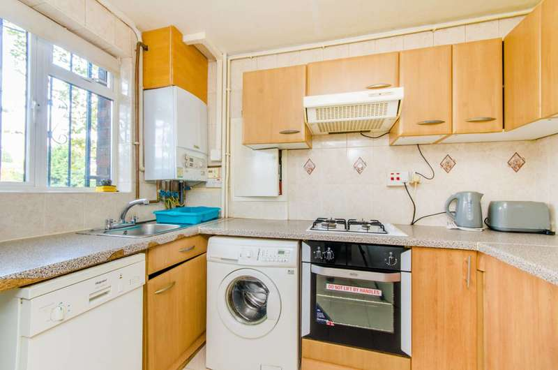 2 Bedrooms Maisonette Flat for sale in Essex Road, Islington, N1