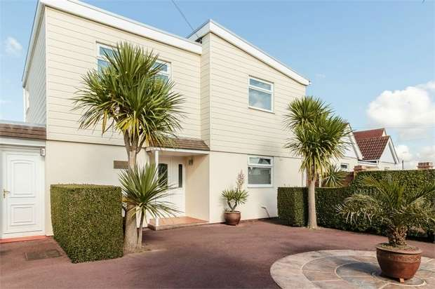 5 Bedrooms Detached House for sale in Eastoke Avenue, Hayling Island, Hampshire