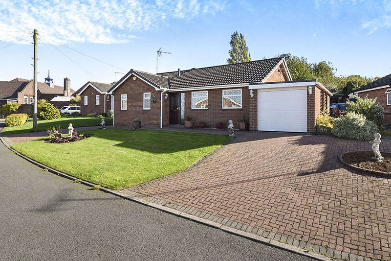 3 Bedrooms Detached Bungalow for sale in Chatsworth Drive, Tutbury, Burton-On-Trent, DE13