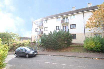 2 Bedrooms Flat for sale in Dunglass Square, Eastmains