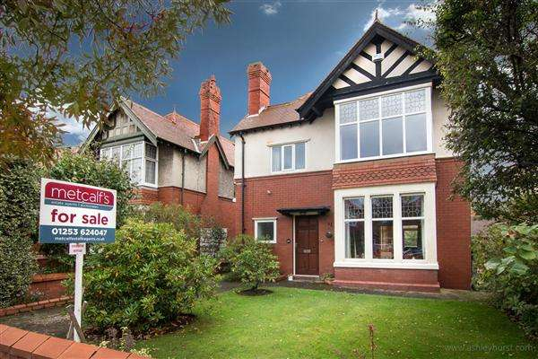 4 Bedrooms Detached House for sale in Mayfield Road, Lytham St Annes