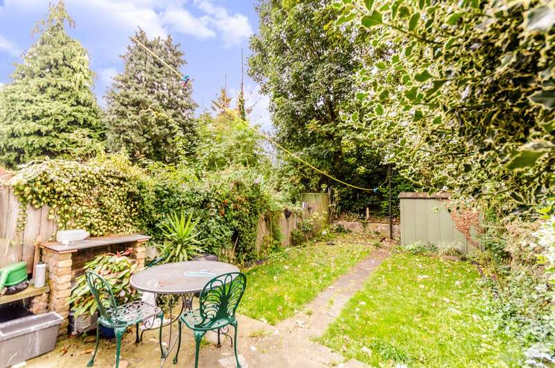 2 Bedrooms Flat for sale in Vallentin Road, Walthamstow, E17