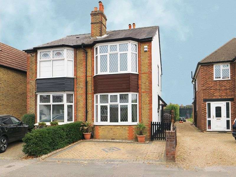 3 Bedrooms Semi Detached House for sale in Molesey Road, Hersham, KT12