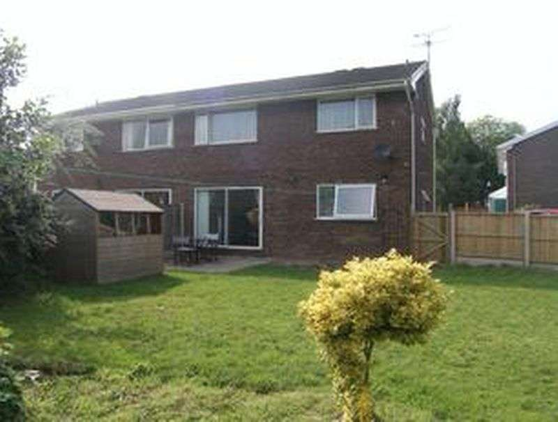 2 Bedrooms Flat for sale in Copper Beech Close, Chester