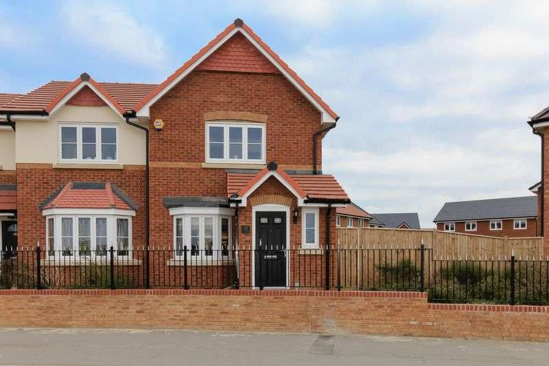 3 Bedrooms Semi Detached House for sale in Lavender Avenue, Minster on Sea