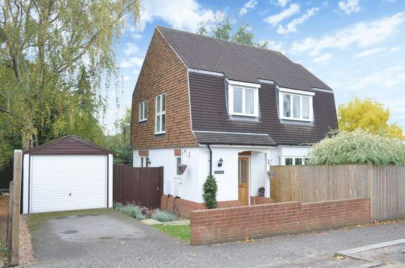 3 Bedrooms Detached House for sale in Linden Pit Path, Leatherhead