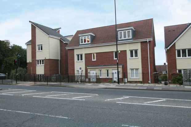 3 Bedrooms Semi Detached House for sale in Swan Court, Sunderland, Tyne And Wear, SR5 3QE