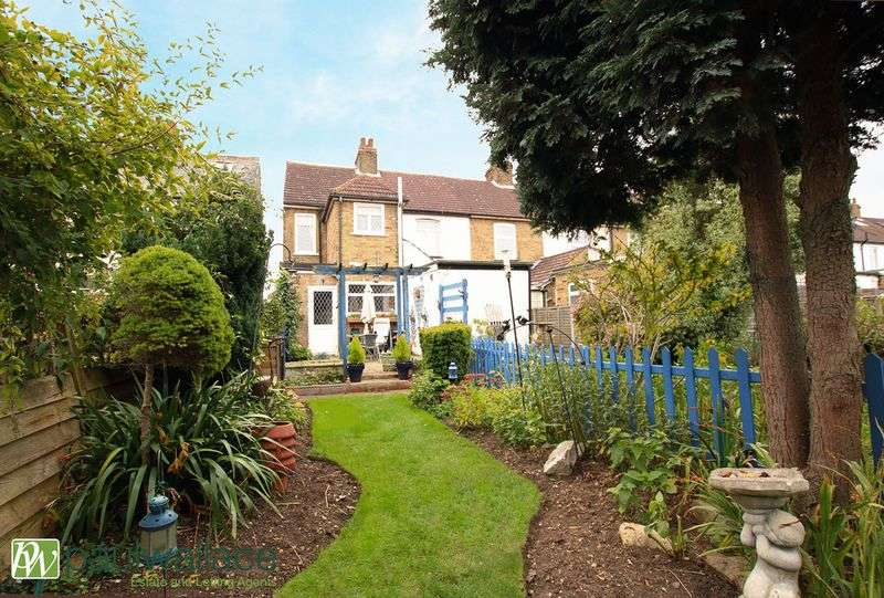 2 Bedrooms Terraced House for sale in Cadmore Lane, Cheshunt