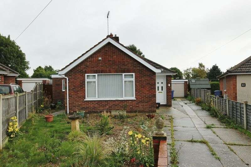 2 Bedrooms Bungalow for sale in Elmhurst Avenue, Oulton Broad, Lowestoft