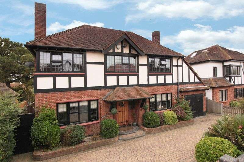 5 Bedrooms Detached House for sale in Daleside Gardens, Chigwell