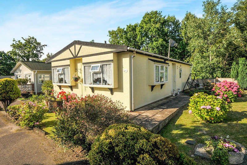 2 Bedrooms Detached Bungalow for sale in Stonehill Woods Park Old London Road, Sidcup, DA14