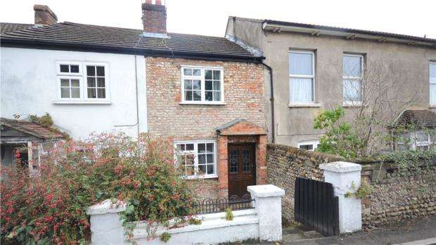 2 Bedrooms Terraced House for sale in Farnborough Road, Farnham, Surrey