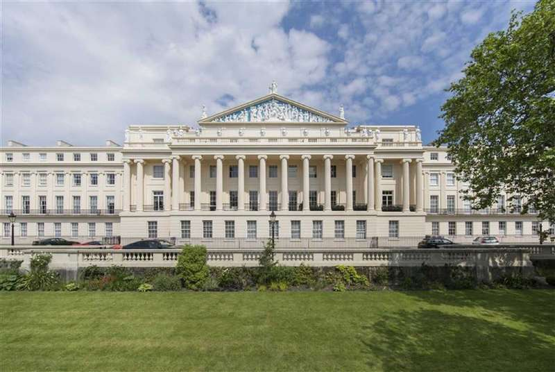 3 Bedrooms Flat for sale in Cumberland Terrace, London, NW1