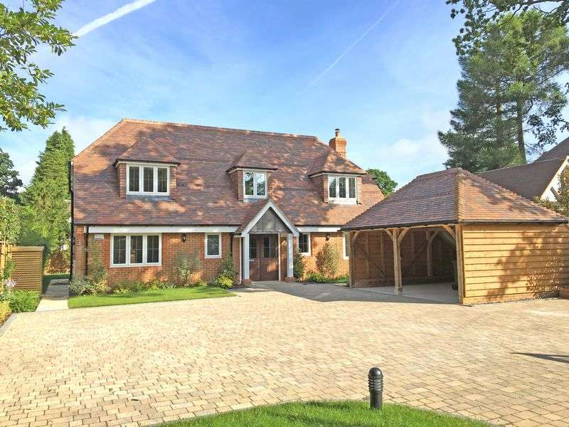 4 Bedrooms Detached House for sale in Grayshott / Hindhead