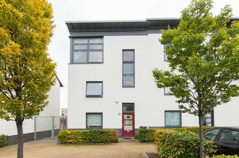 3 Bedrooms Terraced House for sale in 11 Tudsbery Avenue, Craigmillar, Edinburgh, EH16 4GX