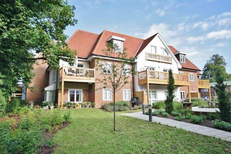 2 Bedrooms Flat for sale in CHEAM