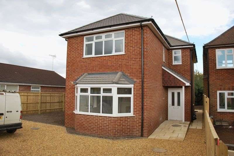 3 Bedrooms Detached House for sale in Meads Road, Durrington, Salisbury