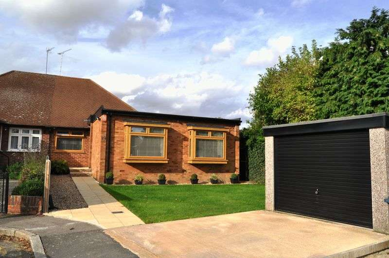 2 Bedrooms Bungalow for sale in Ingram Close, Stanmore