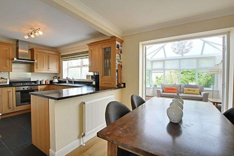 4 Bedrooms Detached House for sale in Chapel Close, Preston
