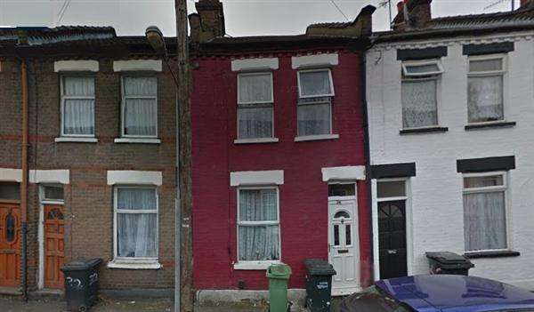 2 Bedrooms Terraced House for sale in Wimborne Road, Luton