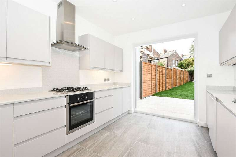 4 Bedrooms Terraced House for sale in Loxwood Road, Tottenham