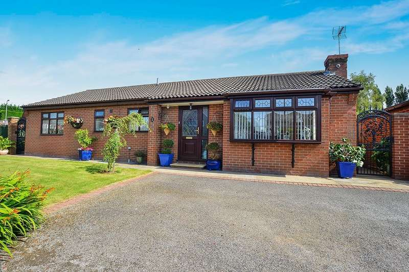 3 Bedrooms Detached Bungalow for sale in Storthfield Way, Broadmeadows,South Normanton, Alfreton, DE55
