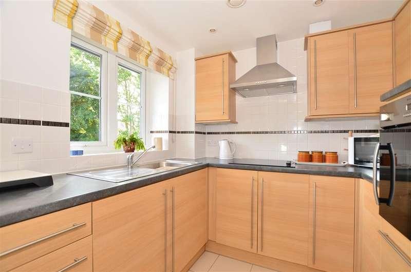 1 Bedroom Retirement Property for sale in Foxmead Court, Storrington, West Sussex