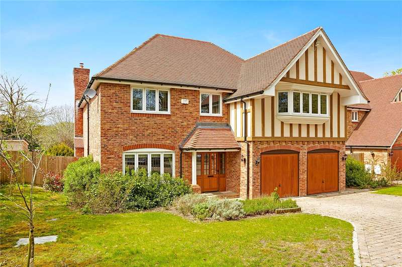 5 Bedrooms Detached House for sale in Torwood Lane, Whyteleafe, Surrey, CR3