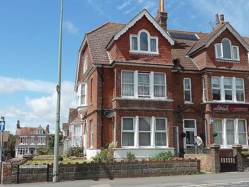 2 Bedrooms Apartment Flat for sale in Sutton Park Road, Seaford