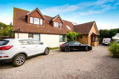 5 Bedrooms Bungalow for sale in Holbury, Southampton, Hampshire