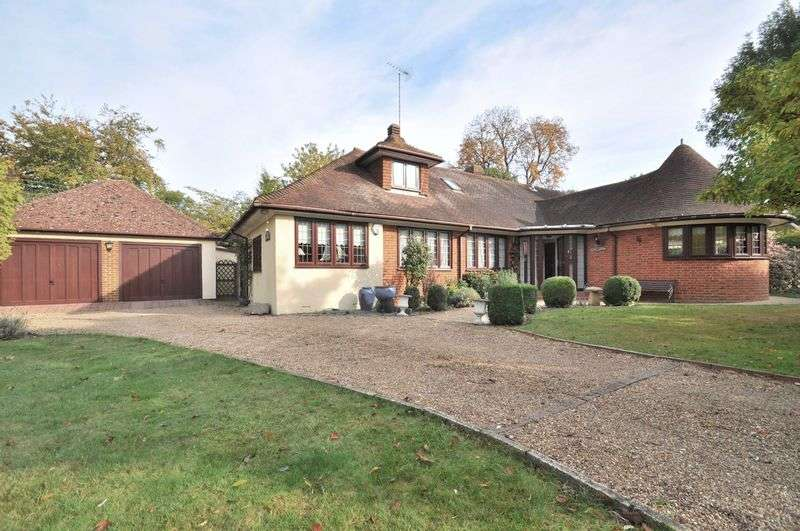 4 Bedrooms Detached Bungalow for sale in The Street, Horton Kirby