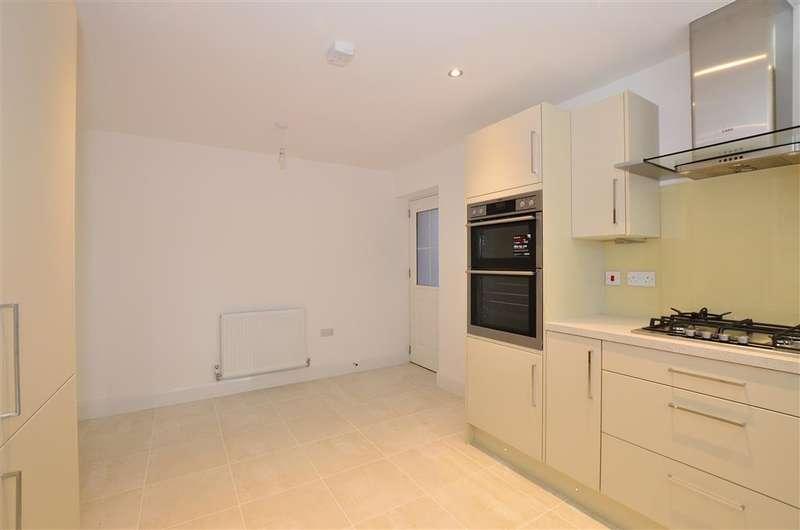 4 Bedrooms Detached House for sale in Godden Drive, East Malling, West Malling, Kent