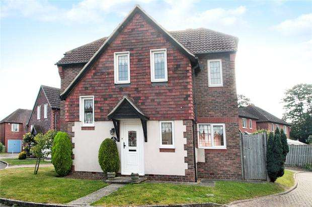 3 Bedrooms Detached House for sale in Campion Close, Rustington, West Sussex, BN16
