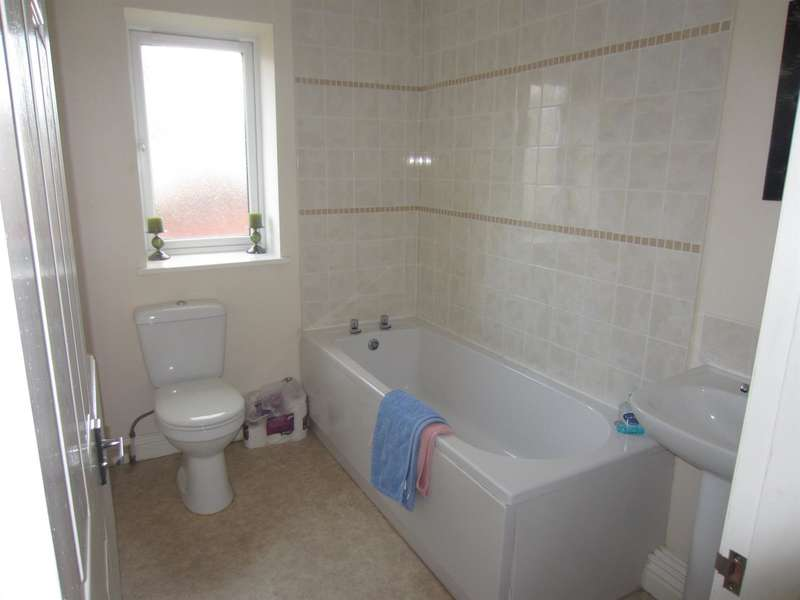 3 Bedrooms Property for sale in Hillcrest Road, Rochdale