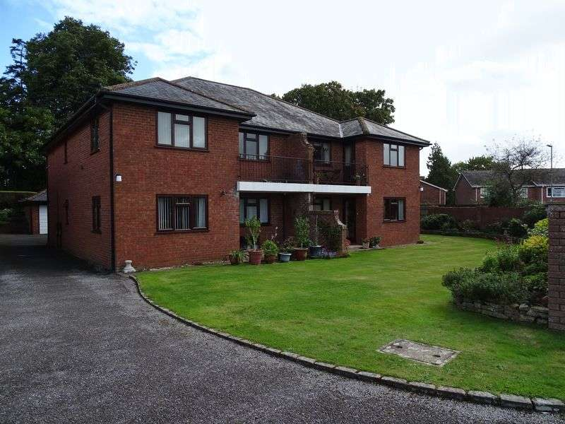 3 Bedrooms Flat for sale in Station Road, Fordingbridge