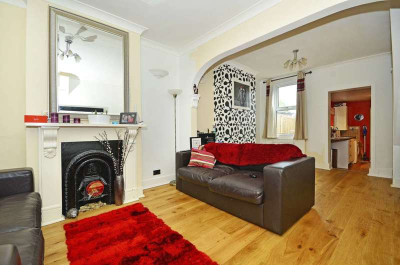 2 Bedrooms House for sale in Wakelin Road, Stratford, E15