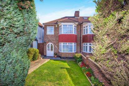 3 Bedrooms Semi Detached House for sale in Turner Road, Edgware