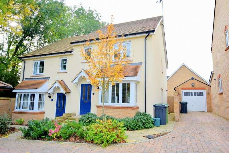 3 Bedrooms Semi Detached House for sale in Britannia Close, Hemel Hempstead