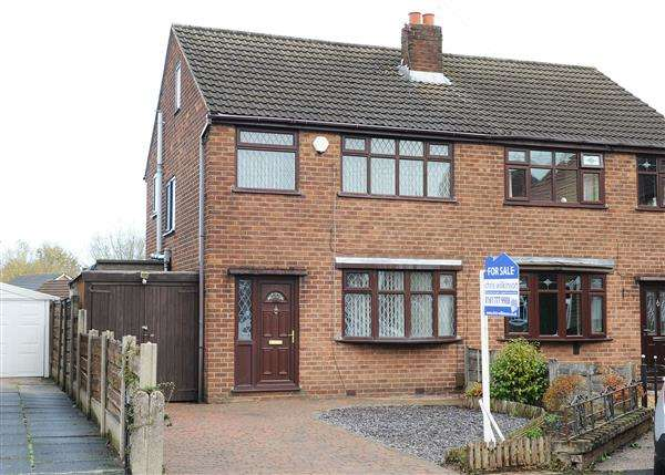 3 Bedrooms Semi Detached House for sale in 5 Binsley Close, Irlam M44 6BW