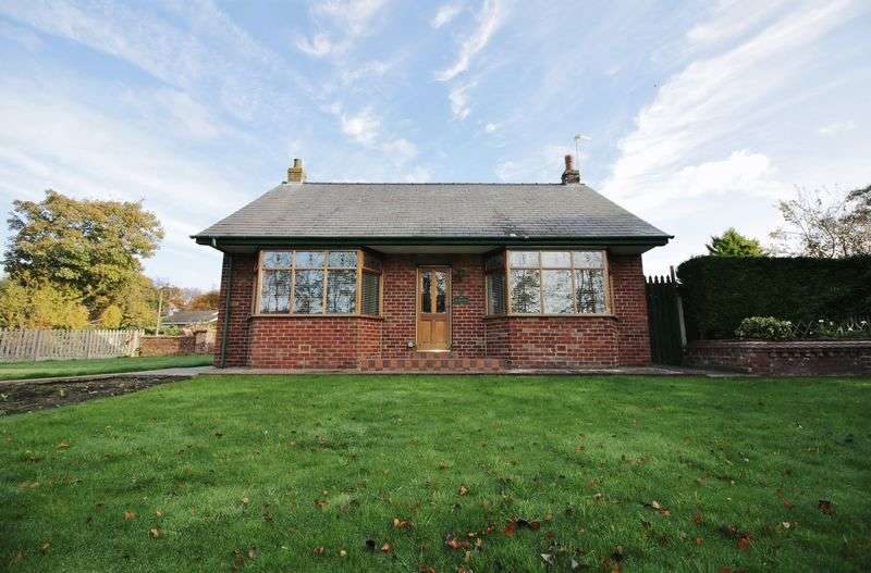 2 Bedrooms Detached Bungalow for sale in 2 Carr Lane, Hambleton, Lancs FY6 9AZ