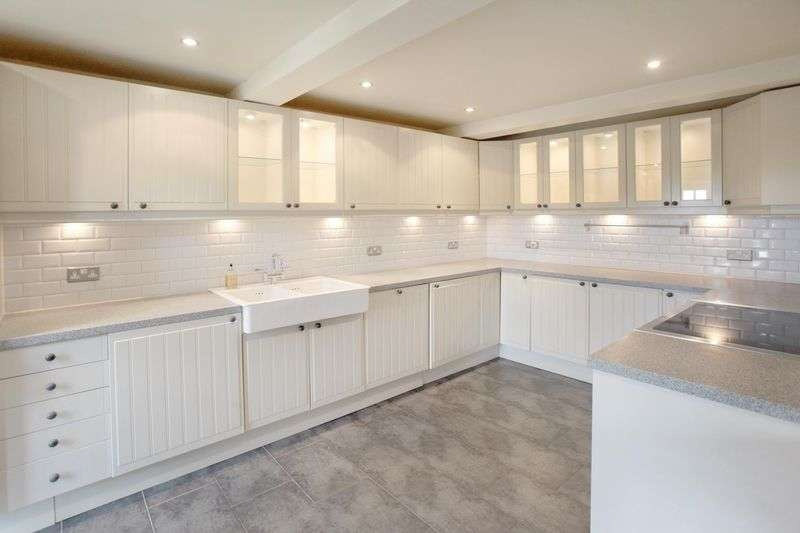 3 Bedrooms Property for sale in Churton, Chester