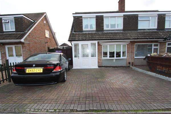 3 Bedrooms Semi Detached House for sale in Goodwood Crescent, Gravesend