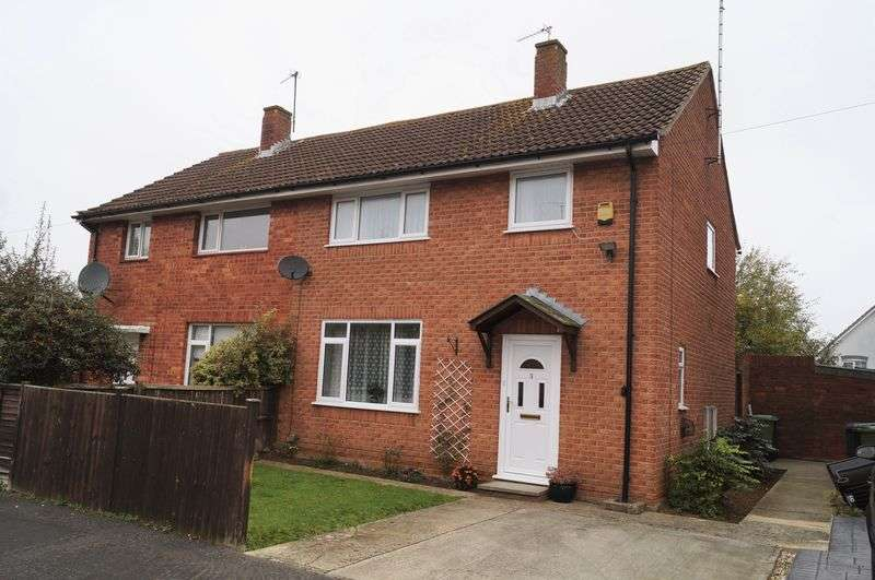 3 Bedrooms Semi Detached House for sale in Green Acre, Brockworth, Gloucester
