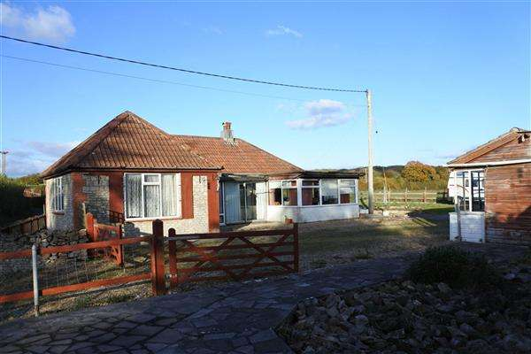 3 Bedrooms Detached Bungalow for sale in Cedar Stone, Limpers Hill, Mere