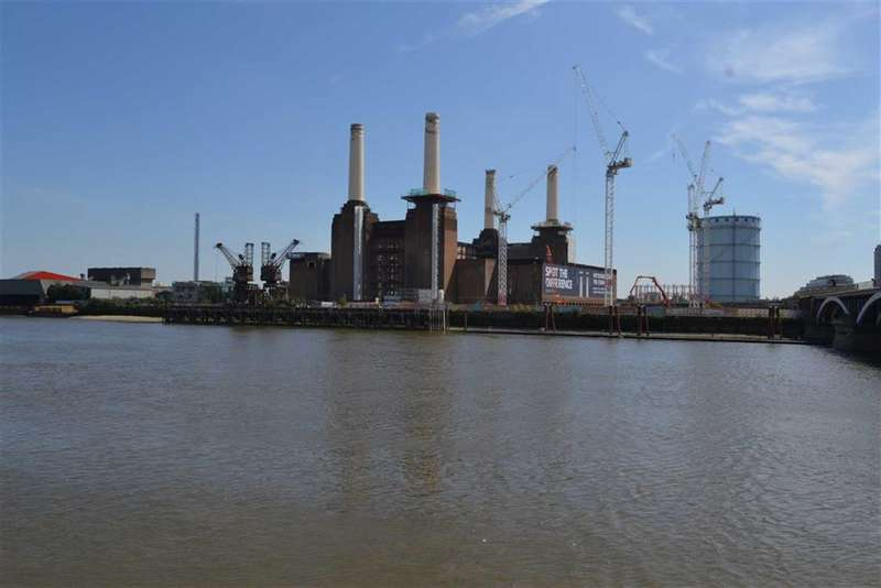 2 Bedrooms Property for sale in Switch House East, Battersea, London, SW8